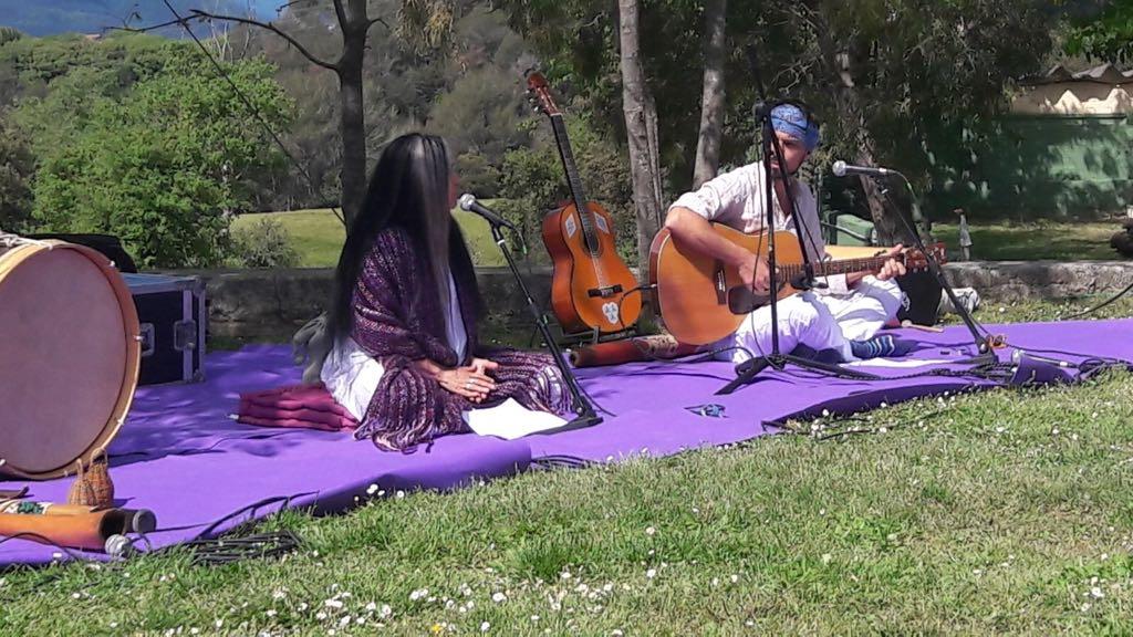recital canto vedico en escuela de yoga kaivalya