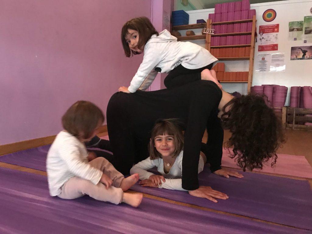 CLASES DE YOGA EN FAMILIA Barcelona