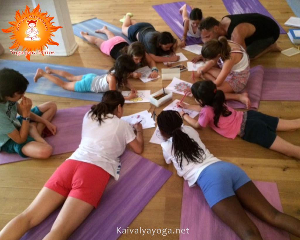 beneficios del yoga en niños con asperger