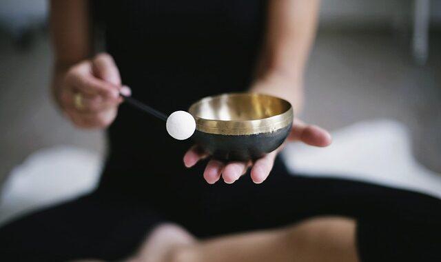 Los Sonidos Terapéuticos Se Obtienen Mediante Instrumentos Como El Cuenco Tibetano. Foto: Binja 69