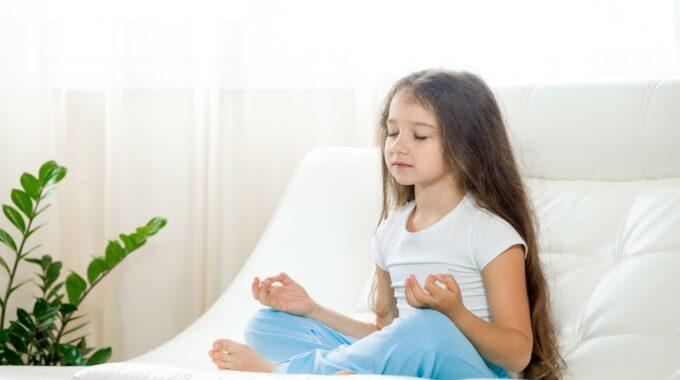 La Importancia De Enseñar Yoga Para Niños