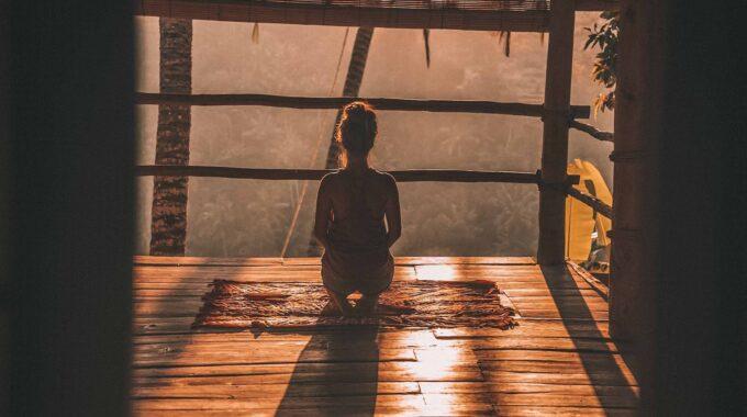 El Ser Comienza A Fluir Cuando Una Persona Deja De Aferrarse A Sus Pensamientos O Emociones.