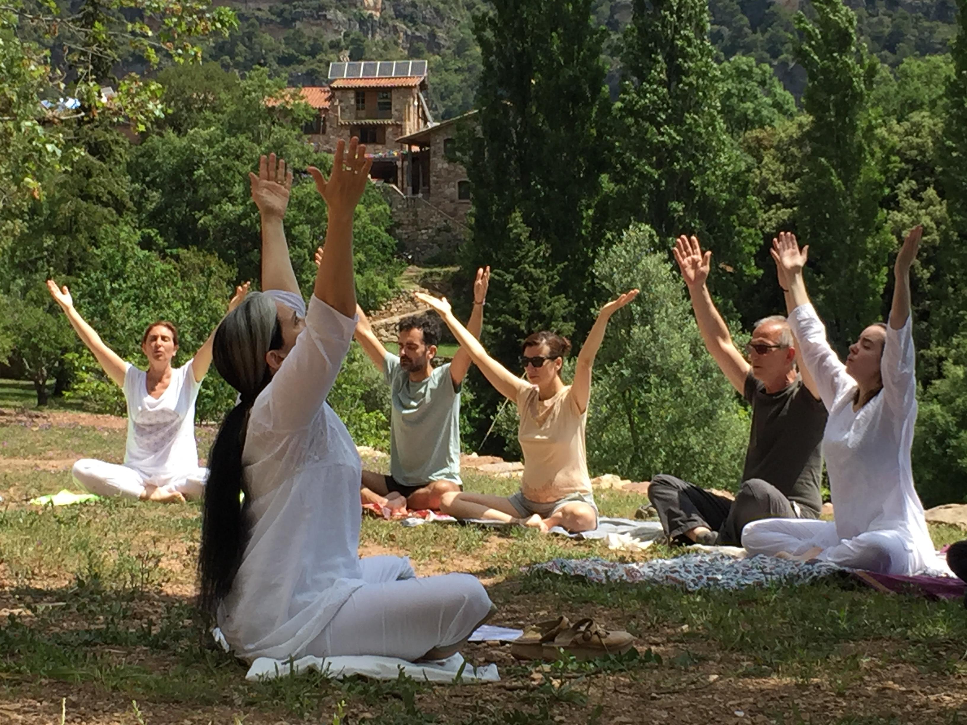 retiro de yoga barcelona en la naturaleza