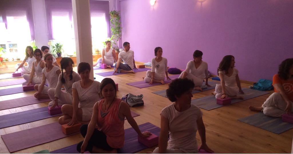 clase de yoga en poblenou con isabel cervantes
